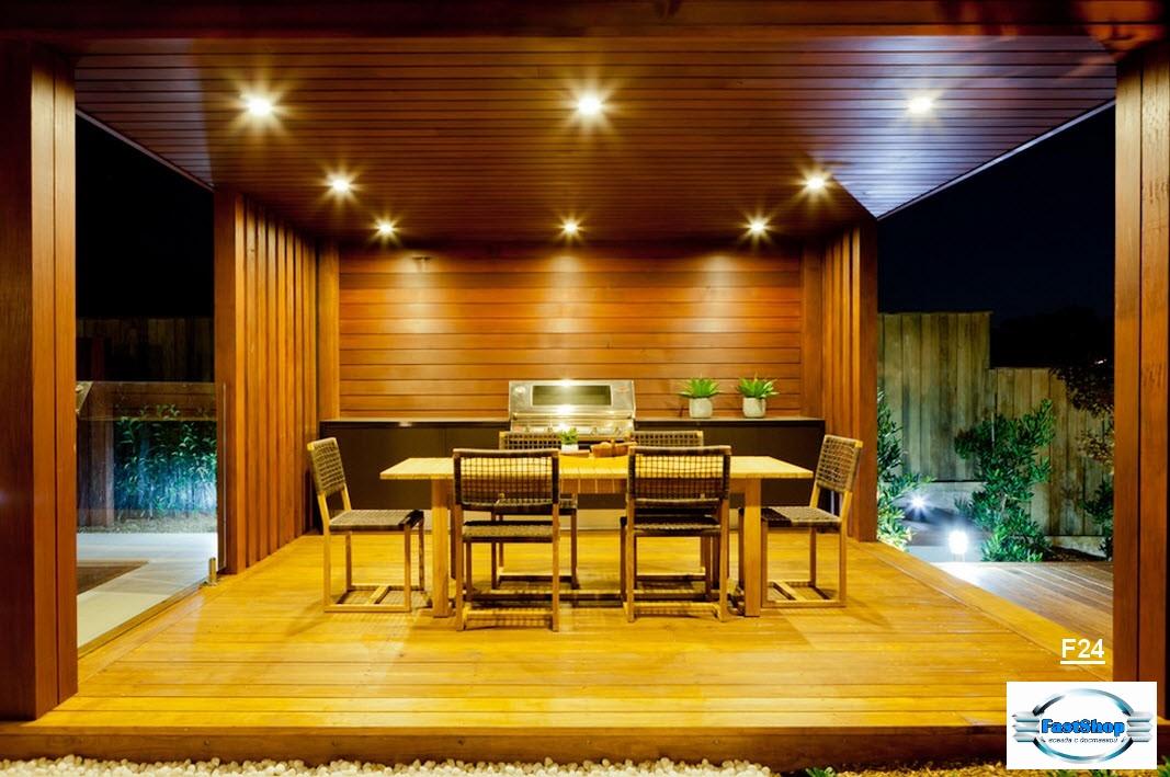 Foisor in stil techno-minimal din lemn lacuit