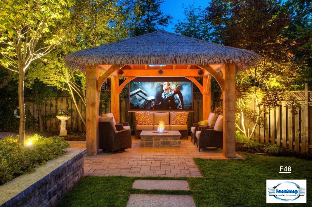 Foisor masiv din lemn cu acoperis din lemn
